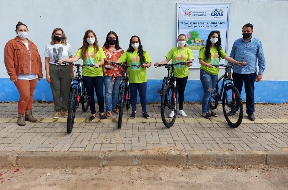 Visitadoras do PIM/PCF de Rolante recebem bicicletas