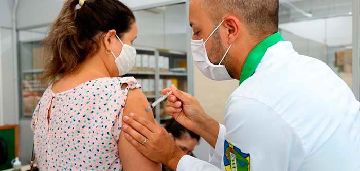 Esteio vacina profissionais de clínicas particulares contra a Covid-19